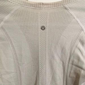 Lululemon fitted top